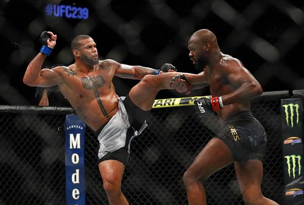 Jon Jones looks human at UFC 239 in tightest win of his ...
