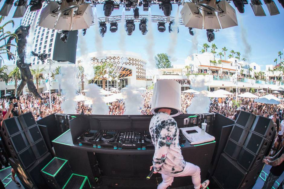 Kaos Dayclub with Marshmellow - Las Vegas Weekly