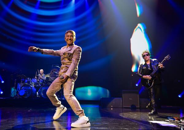 Journey fits its arena rock show into the Colosseum